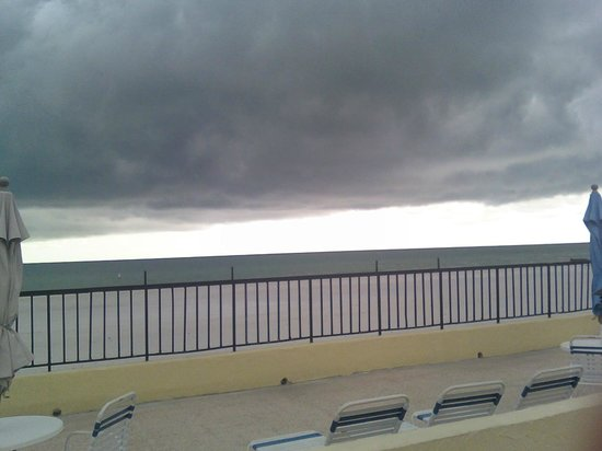 Shoreline Island Resort : Stormy nights - but beautiful days