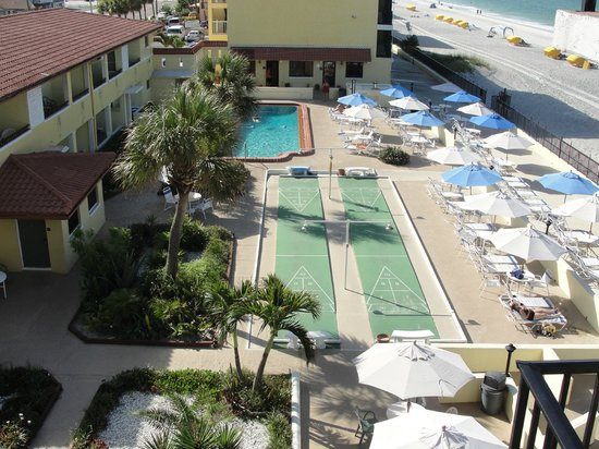 Shoreline Island Resort : Another of the pool area and shuffle board courts