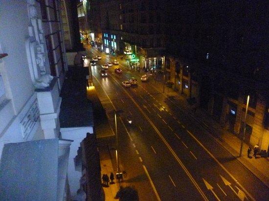 Hostal Galaico: vista de la Gran Via desde el balcon