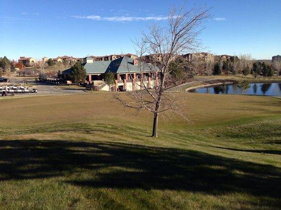 Omni Interlocken Resort Golf Club: Putting green lounge and views