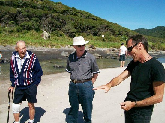 Go Great Barrier Island - Day Tours : Steve describing hilarious antics of life on the Barrier