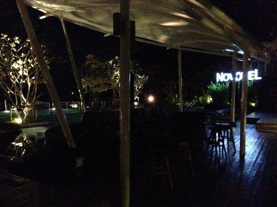 Novotel Phuket Kamala Beach : Poolside at night