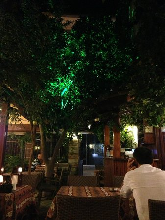 Old House Restaurant : Lovely, peaceful courtyard