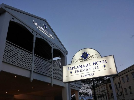 Esplanade Hotel Fremantle - by Rydges: Entrance of Esplanade