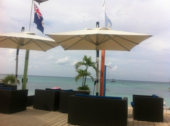 Surfside Beach Restaurant & Bar: awesome outdoor decor