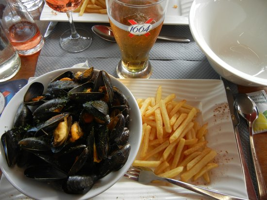 L' Aviron : Mussels and frites