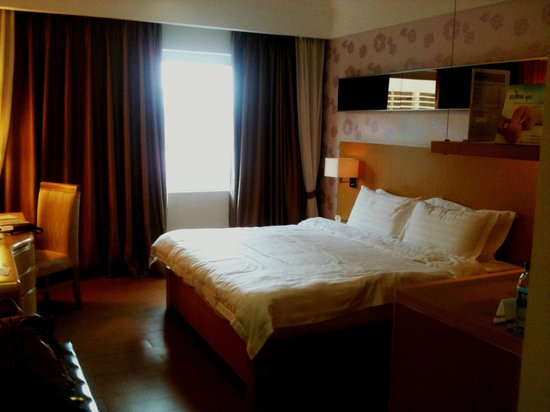 Queen Boutique Hotel: Guestroom