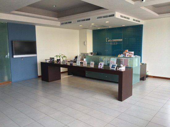 Green Hotel: Check-in counter