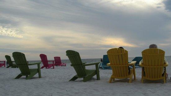 Plaza Beach Hotel - Beachfront Resort: Plaza beach chairs