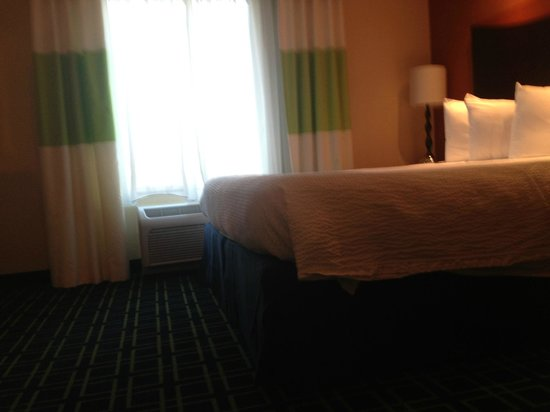 Fairfield Inn & Suites Montgomery-EastChase Parkway: King bed