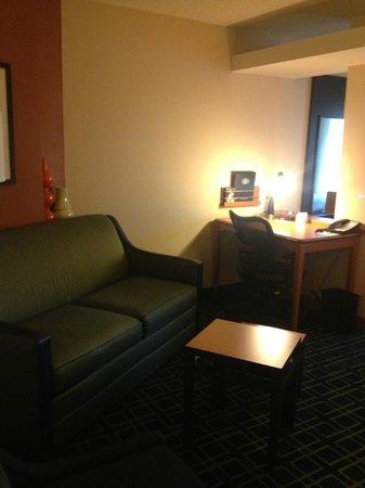 Fairfield Inn & Suites Montgomery-EastChase Parkway: Desk area