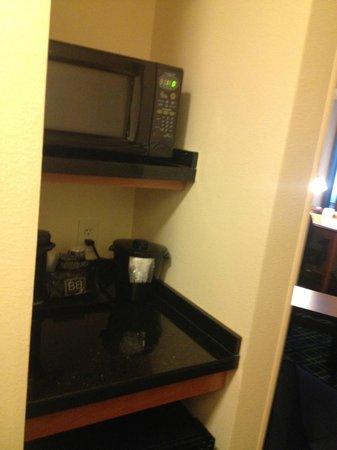 Fairfield Inn & Suites Montgomery-EastChase Parkway: Fridge, microwave