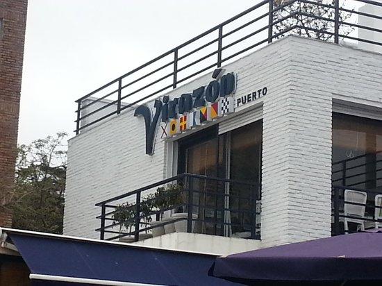 Virazon: vista del primer piso y cartel