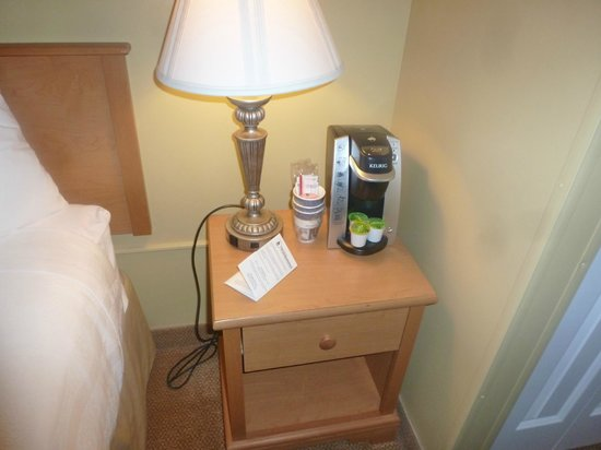 BEST WESTERN PLUS Windjammer Inn & Conference Center : Keurig coffee - two cups of regular coffee, 1 decaf, and one tea