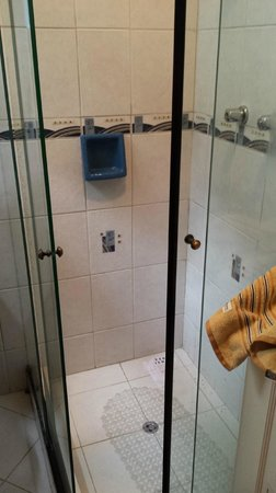 Hostal Patrimonio - Sucre: Bathroom smelled of urine b/c someone urinated in shower and was not cleaned