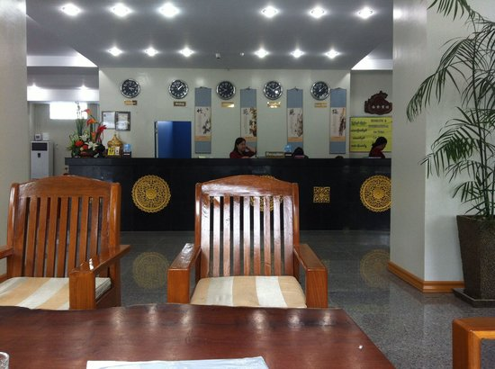 Shwe Phyu Hotel : Reception and lobby