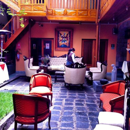 Hotel Rojas Inn: nice sitting area