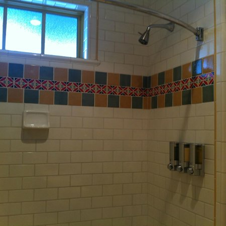 Sonoma Creek Inn: There's the shower mounted soap/shampoo dispenser!