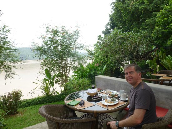 Ock Pop Tok Villa : Breakfast in the restaurant overlooking the Mekong