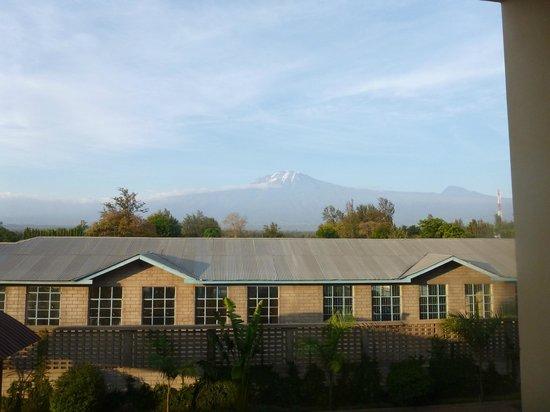 Stella Maris Lodge : Kili in the distance