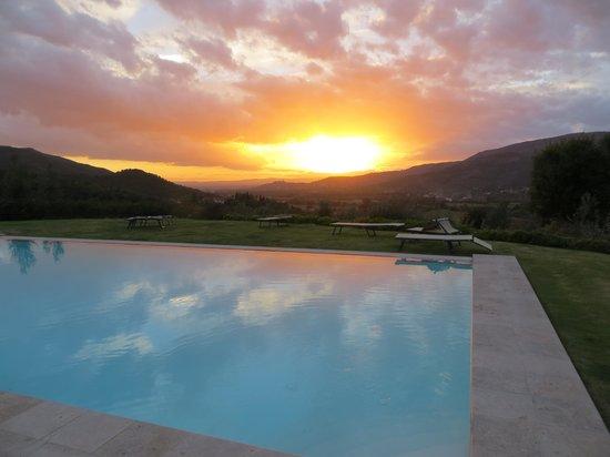 Casali in Val di Chio by Famiglia Buccelletti: Beautiful Sunset