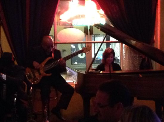 Les Joulins Jazz Bistro: Great music and place is very nice.