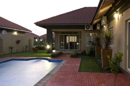 Fallsway Villas: PRIVATE POOL, PATIO AND BRAII AREA