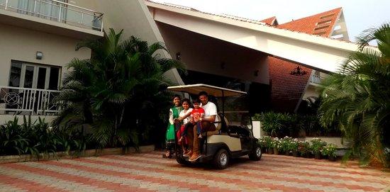 Sunray Village Resort: Enjoying the cart ride.