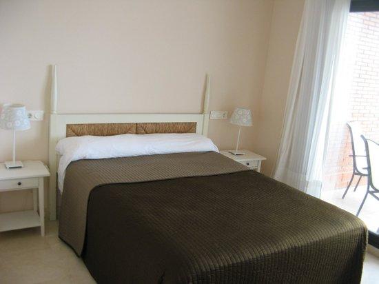 Apartamentos Fuerte Calaceite: Big double bed
