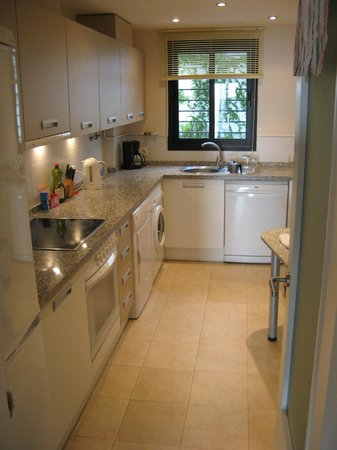 Apartamentos Fuerte Calaceite: Kitchen is highly equiped