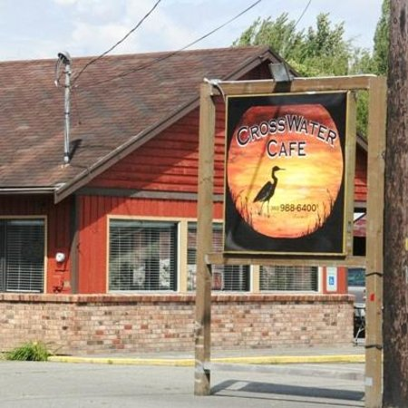 CrossWater Cafe: Located on Corner of Cherry & Front