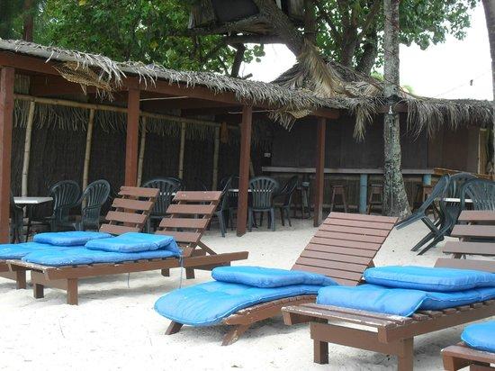 Castaway Resort : Crusoe's Bar on the Beach