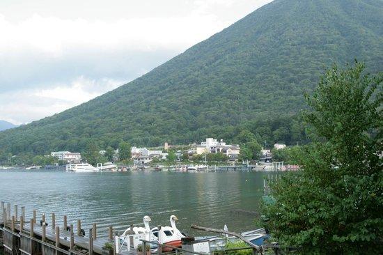 Lake Chuzenji: Вид на озеро ранним утром