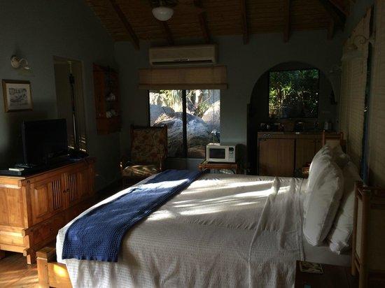 Surfsong Villa Resort: inside Treehouse villa