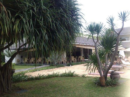 The Breezes Bali Resort & Spa: Breakfast area overlooking the pool