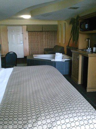 La Quinta Inn & Suites Oceanfront Daytona Beach: king Jacuzzi suite