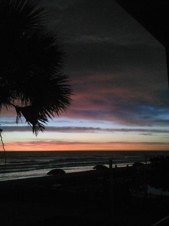 La Quinta Inn & Suites Oceanfront Daytona Beach: sunrise