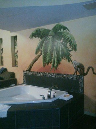 La Quinta Inn & Suites Oceanfront Daytona Beach: jungle monkey..lol