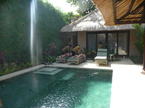 Mind Body Soul Surf Bali Retreat: Pool and private room