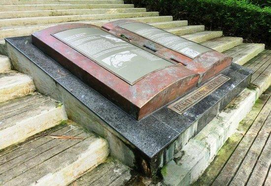 Bukit Batok Memorial Site: The Bukit Batok Memorial