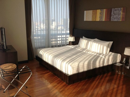 Fraser Suites Sukhumvit: Sunlight on the Suite