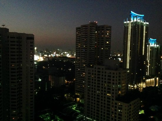 Fraser Suites Sukhumvit: Evening view from my room