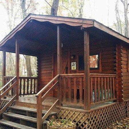 Yogi Bear's Jellystone Park Camp-Resort Hagerstown: Cozy Cabin