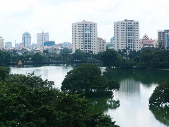 Chatrium Hotel Royal Lake Yangon : View of Royal Lake
