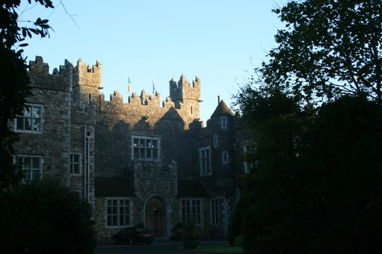 Waterford Castle Hotel & Golf Resort : driving up