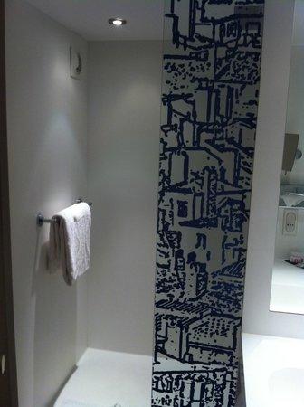 Mercure Lyon Centre Saxe Lafayette: la salle de bains