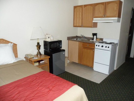 Quality Inn Zion: I didn't ask for a room with sink and stove, but got one