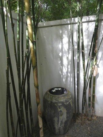 Sojourn Boutique Villas: Outdoor Shower area