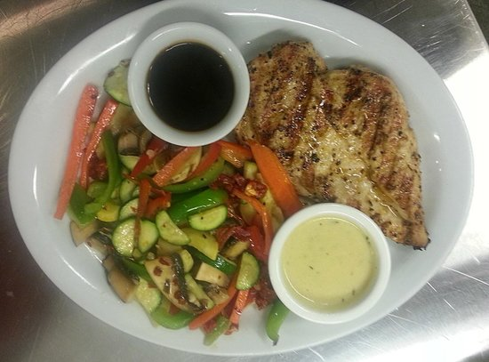 Brooktrails Lodge: Chicken and Vegies- One of many meal choices on our regular menu