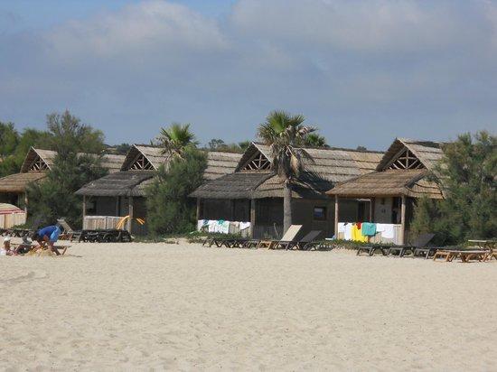 Kon Tiki Riviera Villages : CASETTE SULLA SPIAGGIA